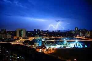 lightning_over_singapore.jpg